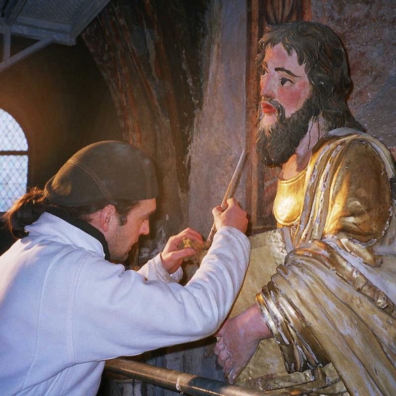 vincent gilding a religious statue